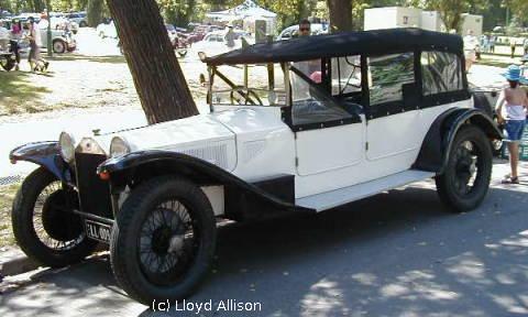 1922 Lancia Lambda. a 1926 Lambda